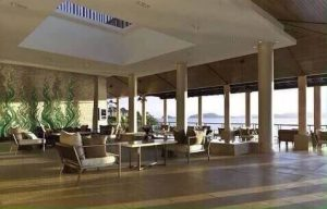 โรงแรมห้าดาว เนื้อที่ประมาณ 34 ไร่ ห้องพัก 257 ห้อง เกาะสิเหร่